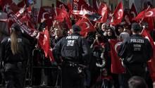 Eine Kundgebung anlässlich des Erdogans-Besuch in Köln