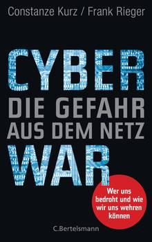 """""""Cyberwar – Die Gefahr aus dem Netz"""" von Constanze Kurz und Frank Rieger (C. Bertelsmann, 20 Euro) stellt die angespannte Lage im Internet dar, wo sich datengierige Konzerne, Kriminelle, gute und böse Hacker – oft im Auftrag von Geheimdiensten – ein Katz-und-Maus-Spiel liefern. Die Mäuse sind wir Netznutzer. Die Lektüre ist extrem beunruhigend."""