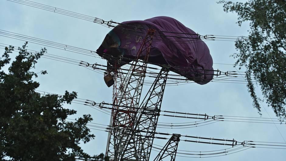 nachrichten deutschland - ballon in stromleitung