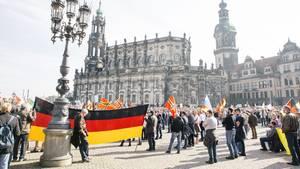 Mehrere tausend Pegida-Anhänger demonstrieren im Jahr 2016 in Dresden