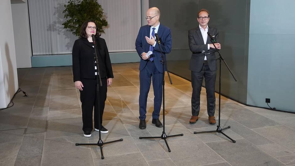 SPD-Vorsitzende Andreas Nahles (l.), CDU-Fraktionsvorsitzender Ralph Brinkhaus (M.), und Alexander Dobrindt
