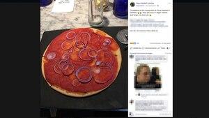 Screenshot vom Bild einer Pizza, die nur mit Tomatensauce und Zwiebeln belegt ist
