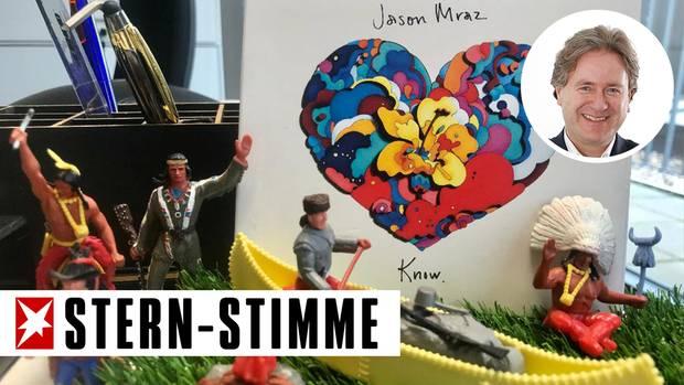 """Schreibtischdeko mit den Erinnerungen und demCD-Cover des neuen Albums """"Know"""" von Jason Mraz"""