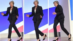 """Theresa May: """"Dancing Queen"""" blamiert sich bei Tory-Parteitag"""