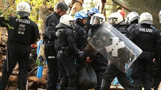 Erste Demonstranten am Hambacher Forst eingetroffen