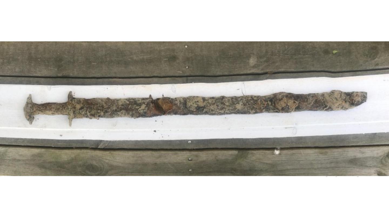 Dieses eisenzeitliche Schwert fand ein Mädchen am Grund eines Sees
