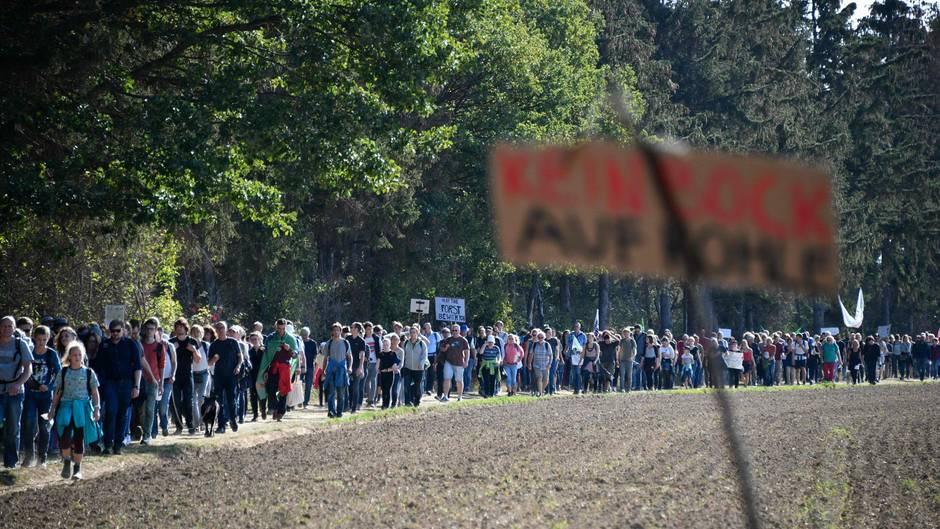 Demonstranten erreichen den Hambacher Forst