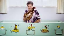 """Verrückte Hühner: Bei ihrer Beerdigung lässt Pearl alle den """"Chicken Dance"""" tanzen."""
