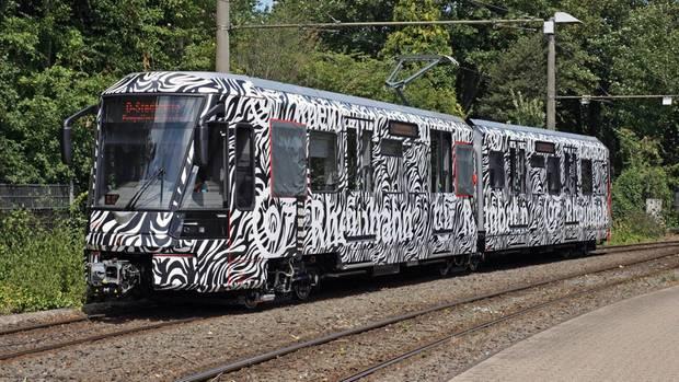 """Das neue """"Rheinbahn""""-Fahrzeug vom Typ HF6"""