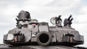 Der Black Night bleibt bei der 120-mm-Kanone.