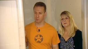 Frank und Elke Swoboda 2011 in ihrem halbfertigen Haus - der Bau geriet immer wieder ins Stocken, auch wegen der Kosten.