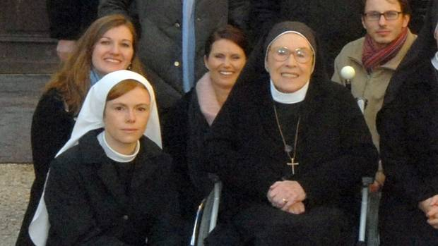 """Antje Mönning (vorne links) spielte von 2007 bis 2009 in der ARD-Serie """"Um Himmels Willen"""""""