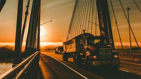 Intelligente Trucks: Wie künstliche Intelligenz die Trucks von der Straße holen soll