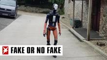 Humanoid auf einem Bürgersteig