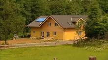 Das Haus der Swobodas 2010: Von außen sieht es fertig aus, doch innen sind die Räume nur provisorisch ausgebaut und halbwegs bewohnbar.
