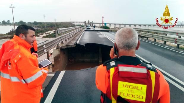 Italien: Loch in der Brücke