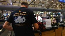 Singapore Airlines: Passagier mit Souvenir-Shirt