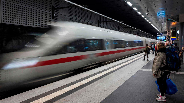 Deutsche Bahn: ICE fährt ein