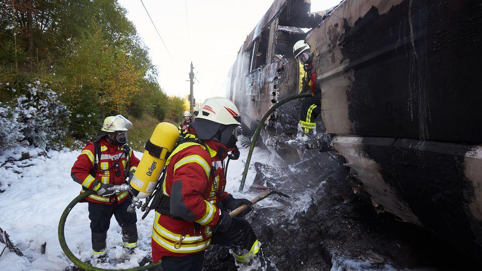 Warum der letzte Zugteil in Brand geriet, war zunächst noch unklar