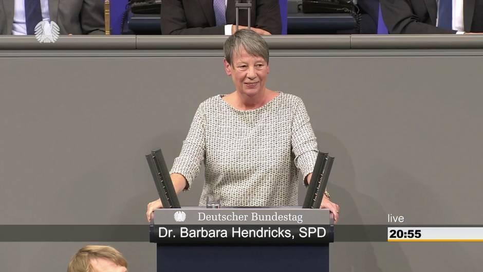 Bundestag: Barbara Hendricks hält bewegende Rede
