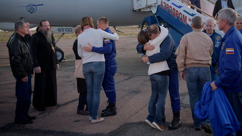 Die Sojus-RaumfahrerAlexej Owtschinin undNick Hague