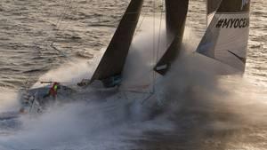 Boris Herrmann in seinen Elementen: mit der Malizia alleine zwischen Wind und Wellen