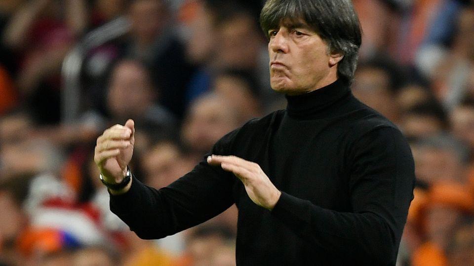 Vor Deutschland-Spiel: Fußball und Politik wieder im Gleichschritt: Wie die Merkel, so der Löw
