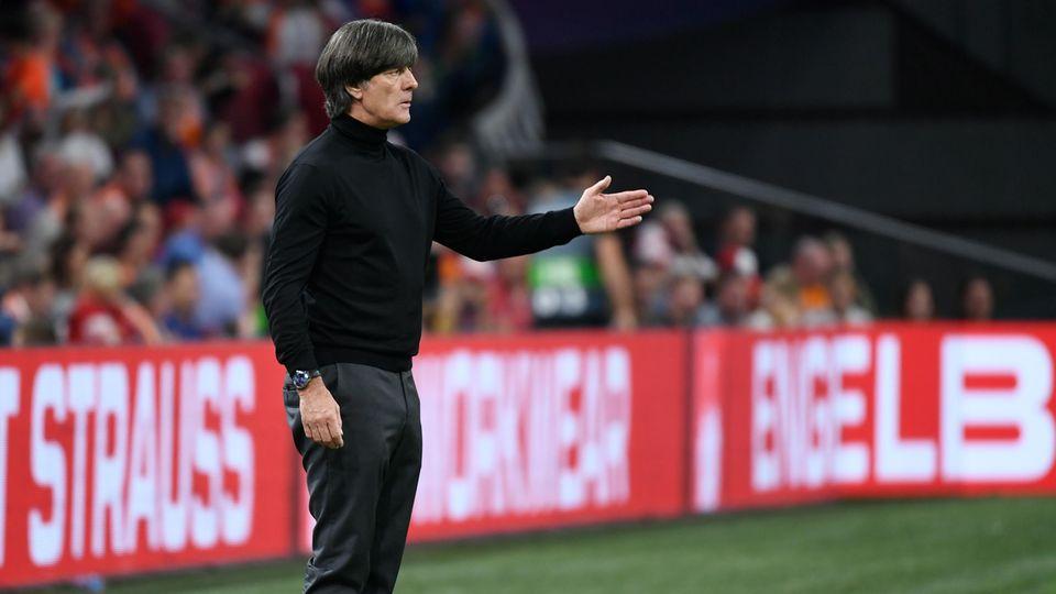 Joachim Löw ratlos am Seitenrand: Gegen die Niederlande verlor der Bundestrainer so hoch wie nie zuvor.