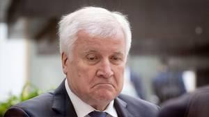 Horst Seehofer: Durch das schwache Abschneiden der CSU in Bayern gerät auch der Parteichef zunehmend unter Druck