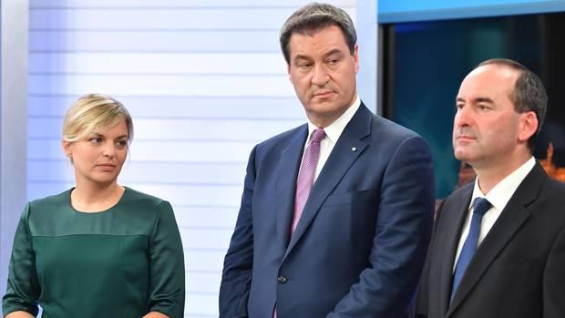 Katharina Schulze, Markus Söder und Hubert Aiwanger nach der Wahl in Bayern
