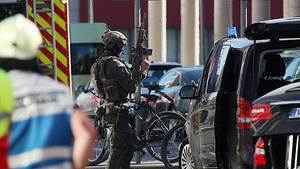 Auch Spezialkräfte der Polizei sind am Kölner Hauptbahnhof im Einsatz
