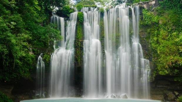 Eine Woche war stern-Reiseredakteur Till Bartels in Costa Rica unterwegs: mit dem Boot, dem Geländewagen, hoch zu Pferd und mit dem Gyrocopter über dem Regenwald. Stets dabei seine Actioncam. Sehen, hören und lesen Sie seine multimediale Reportage in unserem Onepager-Format.