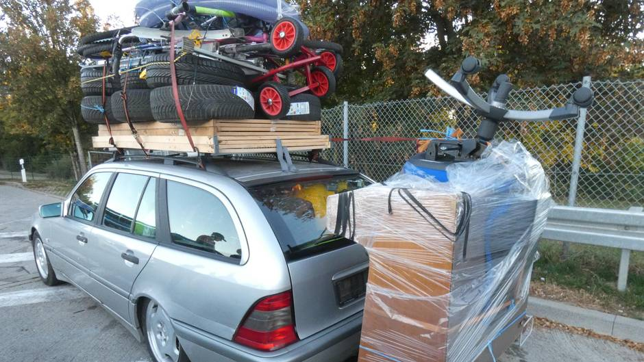 Der vollbepackte Mercedes