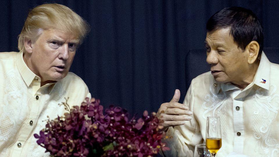 US-Präsident Donald Trump bei seinem Besuch auf den Philippinen im November 2017 mit dem dortigen Präsidenten Rodrigo Duterte