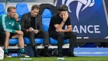 Bundestrainer Joachim Löw (r.) droht mit Deutschland der Abstieg in der Nations League