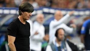 Joachim Löw senkt das Haupt während des Frankreich-Spiels in der Nations League