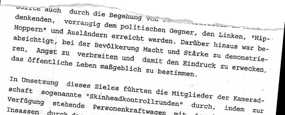 """Auszug aus der Anklageschrift der Staatsanwaltschaft Dresden aus dem Jahr 2007. Damals fuhren Tom W. und seine Leute """"Skinhead-Kontrollrunden"""""""