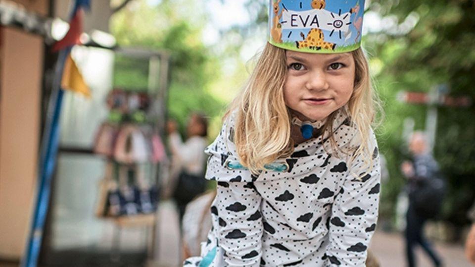 Ihre Eltern möchten, dass Eva spielen kann wie andere Kinder auch. Für Notfälle halten sie das Beatmungsgerät bereit.