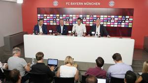 Die Bayern-Chefs bei der Vorstellung des neuen Managers Salihamidzic im Sommer 2017
