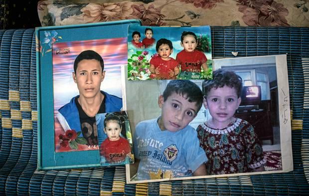 Abdullah konnte nur wenige persönliche Dinge retten – darunter Fotos seiner Kinder