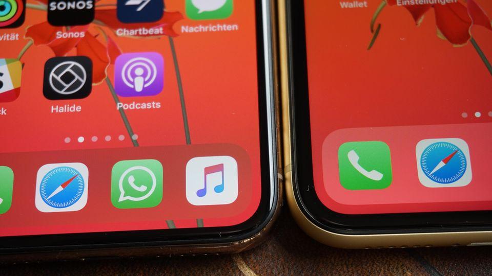 Nahaufnahme der Rahmen um das Display. Links das iPhone XS, rechts das XR.
