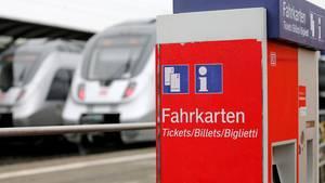 Ein Fahrkartenautomat (Symbolbild). In Halle an der Saale ist am SamstagamS-Bahnhof Halle Südstadt ein Automat explodiert. Die Ursache ist noch unklar.