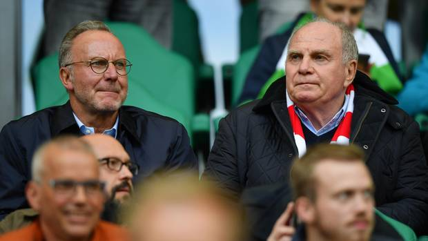 Karl-Heinz Rummenigge und Uli Hoeneß vor dem Spiel in Wolfsburg