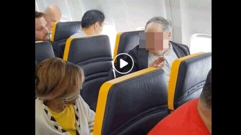Ryanair: Mann beschimpft Frau rassistisch in Flugzeug
