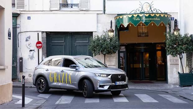Selbst in den verwinkelten Straßen des Marais-Viertels ist die Fahrt im DS 7 CROSSBACK ein Genuss