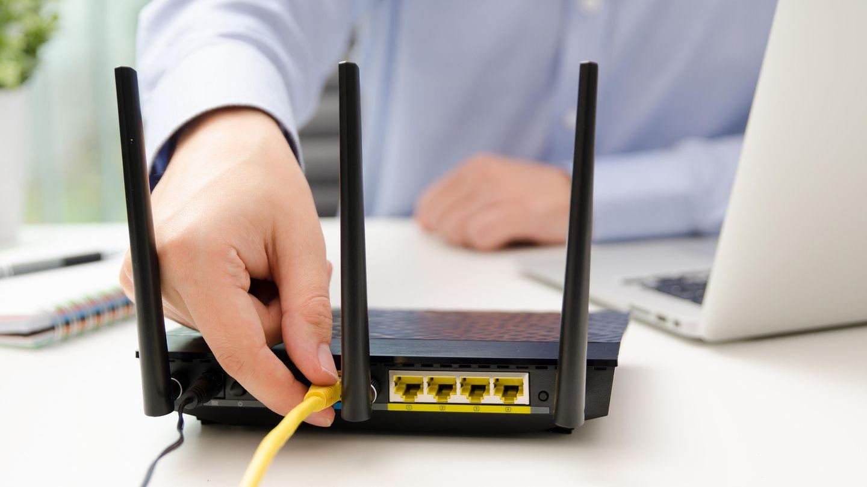 Es muss nicht immer ohne  Geräte, die nahe dem Router stehen, kann man auch per Kabel verbinden. Das entlastet nicht nur das Funknetzwerk, sondern sorgt auch für eine stabilere Datenrate.