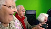 stern TV hat den Senioren beim Zocken zugeschaut: Melita (81), Peter (75) und Uschi (79)