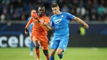 Der Hoffenheimer Andrej Kramaric (r.) kämpft mitBertrand Traoré von Lyon um den Ball