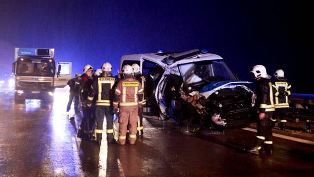 Unfall in einer Rettungsgasse auf Autobahn bei Storkow