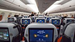 Auf diesemMarathonflug gibt es keinenormale Economy Class, sondern nur eine Premuim Economy und eine Business Class.
